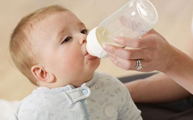 آیا استفاده از پستانک و شیشه برای کودک مضر است؟