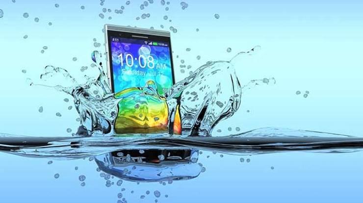 با گوشی موبایل آب خورده و خیس چه کنیم ؟