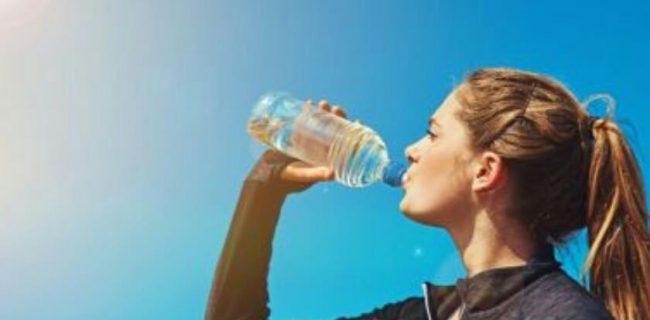 ۶ نشانه کمبود آب در بدن!