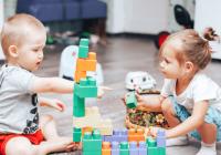 اسباب بازی های مناسب برای کودکان سنین ۶ ماهه تا ۲ ساله